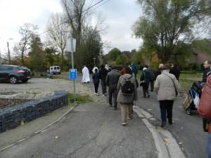 Procession à travers les rues du village de Bassenge